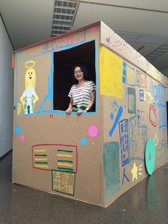 山口百子&刈谷市美術館ワークショップ(2016年)作品 「みんなでチョーおおきなバスを作る」